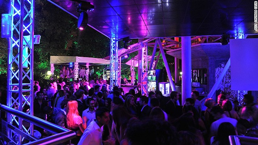 Just cavalli milano discoteca just cavalli club milano for Disco in milano