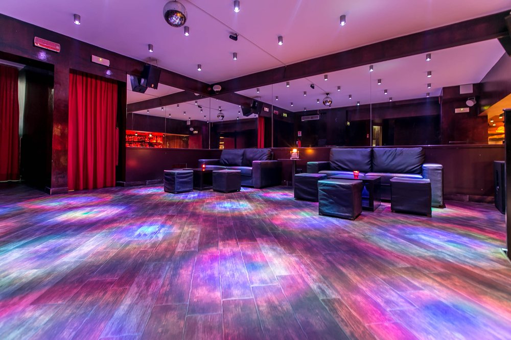 Saint club milano info 3282345620 for Disco in milano